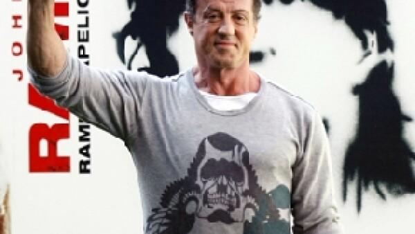 El héroe de varias películas de acción sufrió un accidente mientras filmaba una escena de lucha con Steve Austin quien será su coestrella en la película que actualmente filma.