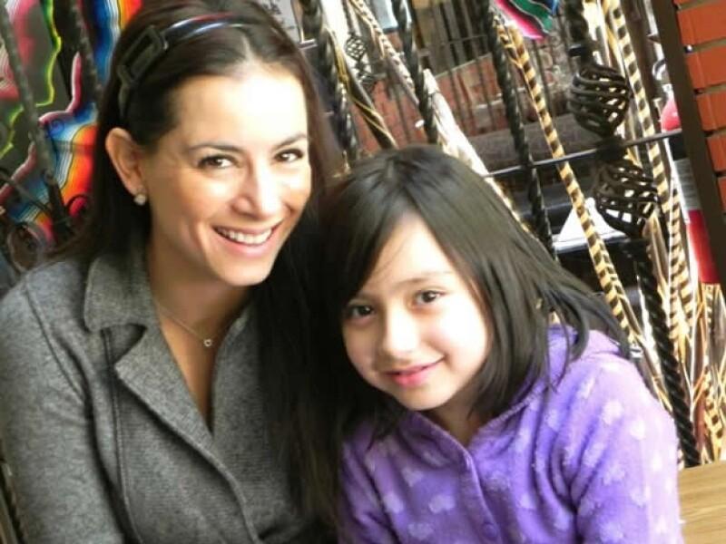 Aquí Claudia con Sofía de la Mora.