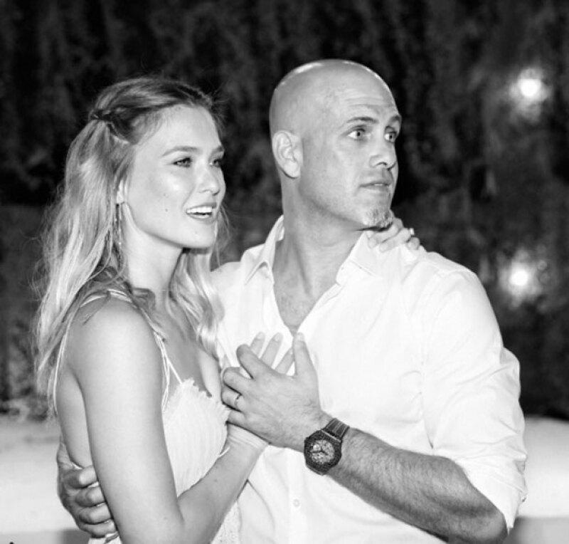 Después de casarse en septiembre con el empresario Edi Ezra, ahora la modelo anuncia su embarazo.