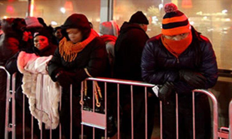 Varios compradores habían protestado al señalar que los trabajadores de las tiendas debían estar con sus familias. (Foto: Cortesía CNNMoney)