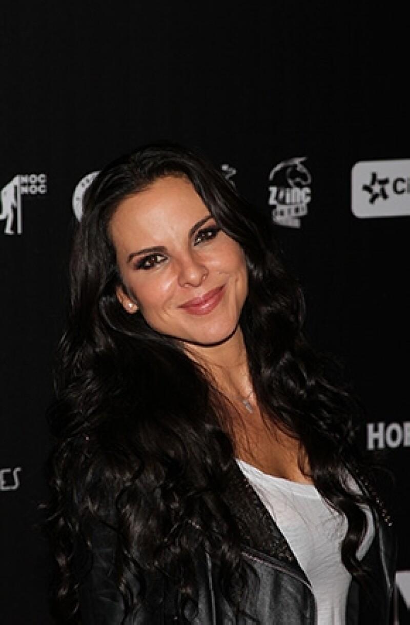 La actriz mexicana contó a una revista cuáles son sus trucos para mantenerse súper joven a sus 41 años de edad.
