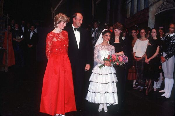 PRINCESA-DIANA-EMBARAZADA-HARRY4jpg.jpg