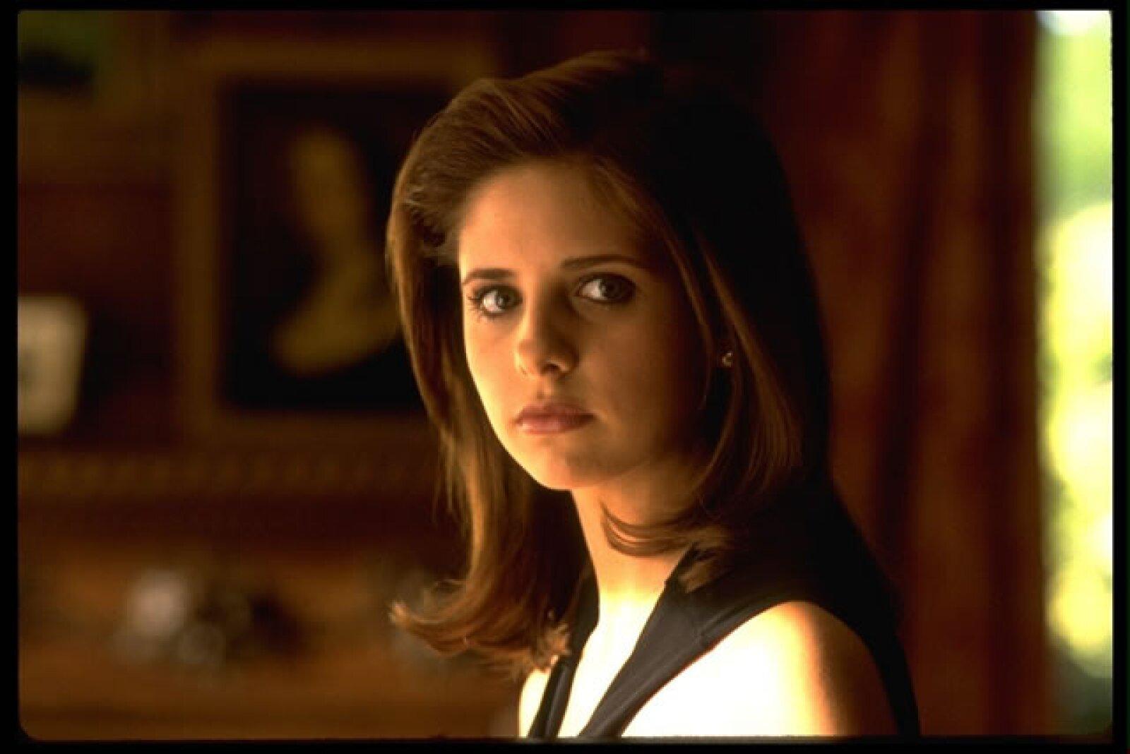 """Sarah Michelle Gellar es el ejemplo claro de """"maldad"""", pues su persona en el filme """"Cruel Intententions"""" nos hizo ver que a veces las bonitas son las más malas. Aquí la mala Kathryn Merteuil."""