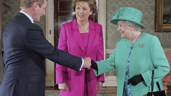 Desde hace 100 años ningún soberano británico había visitado la isla. Antes de su llegada se encontró una bomba a las afueras de Dublín.