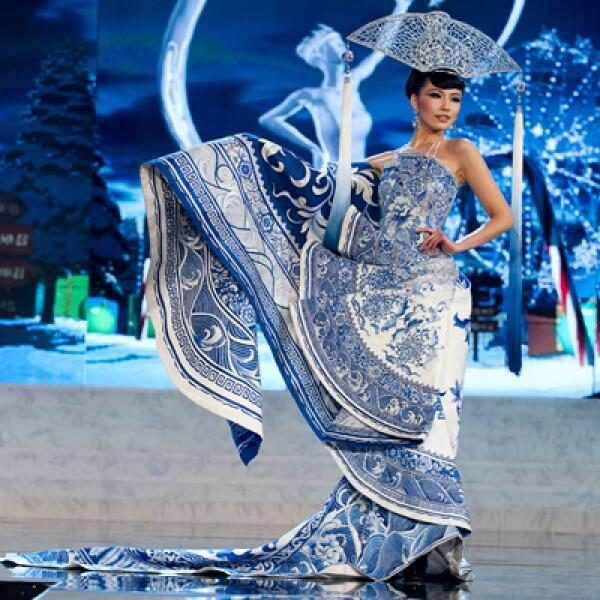 Miss China 2012, Ji Dan Xu, en el escenario del concurso 2012 de Miss Universo.