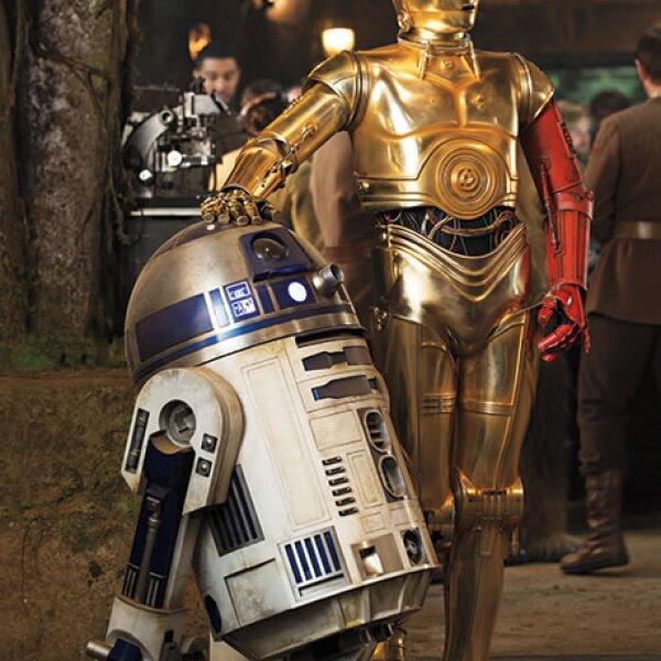Dos de los personajes famosos de la película: C3po y R2d2