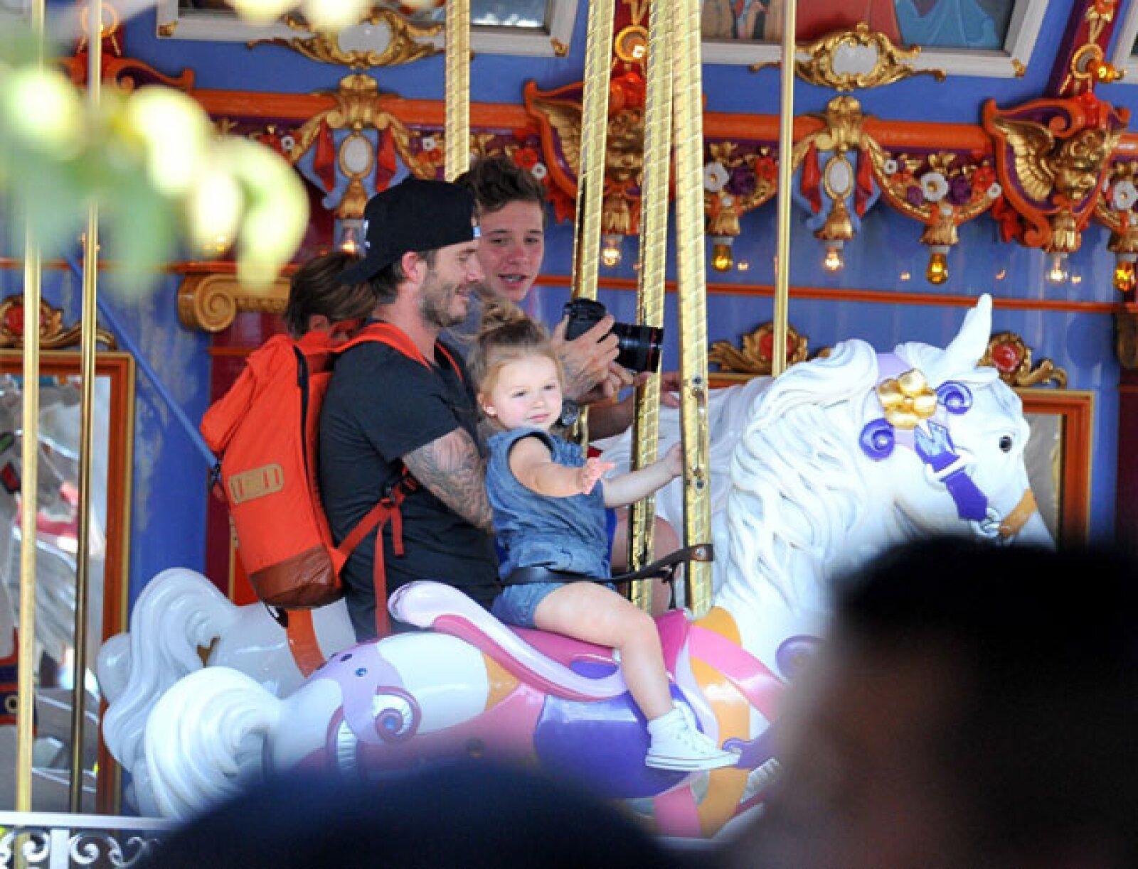 Como habíamos reportado antes, desde que David dijo adiós a las canchas de futbol, ha aprovechado su tiempo en disfrutar a su familia.
