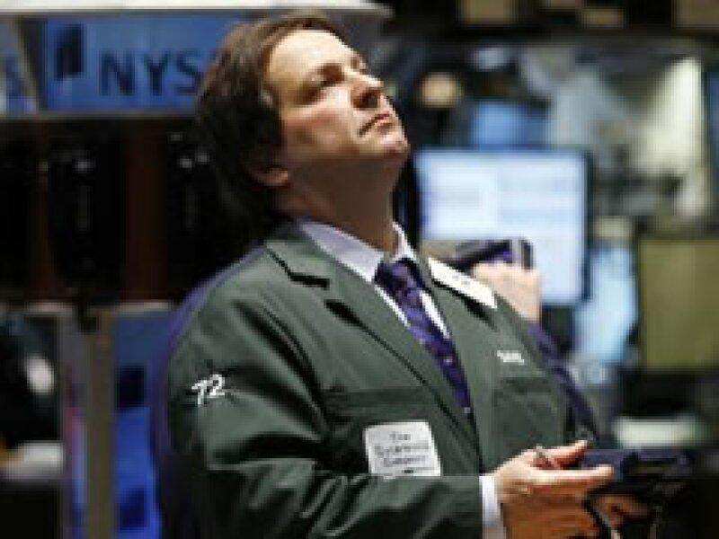 Los mercados de EU tuvieron un mal inicio de semana. (Foto: Reuters )