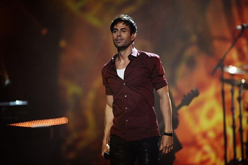 Aunque no desfiló por la black carpet de los premios, el español encendió el escenario al ritmo de `Bailando´.