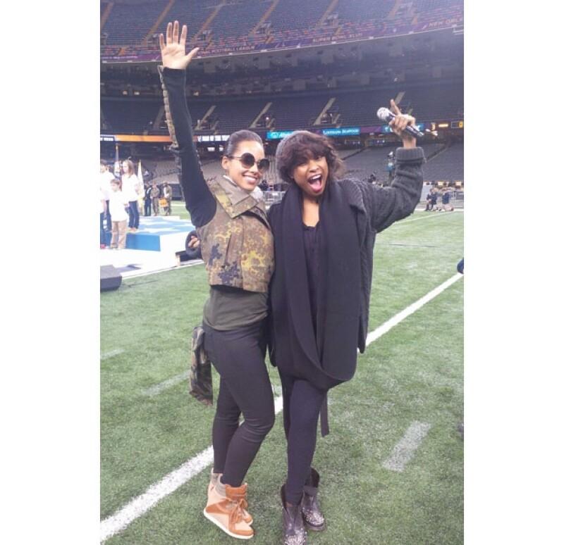 Alicia Keys y Jennifer Hudson ensayando para su aparición en la inauguración del Super Bowl.