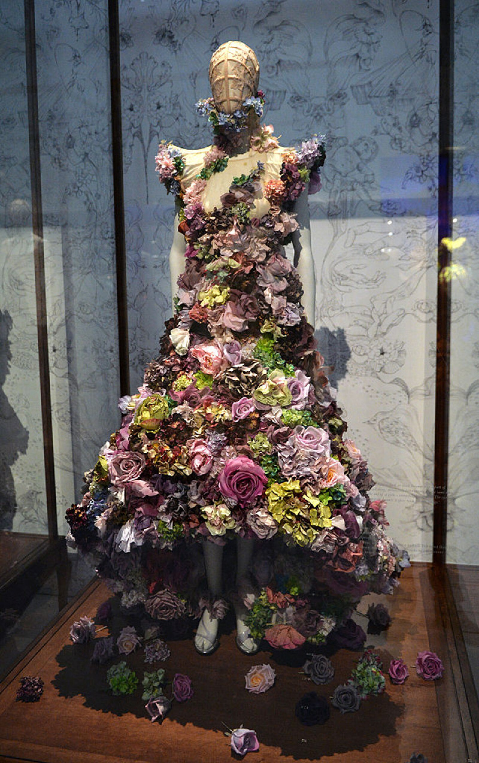 """Alexander McQueen: Savage Beauty"" - Photocall"