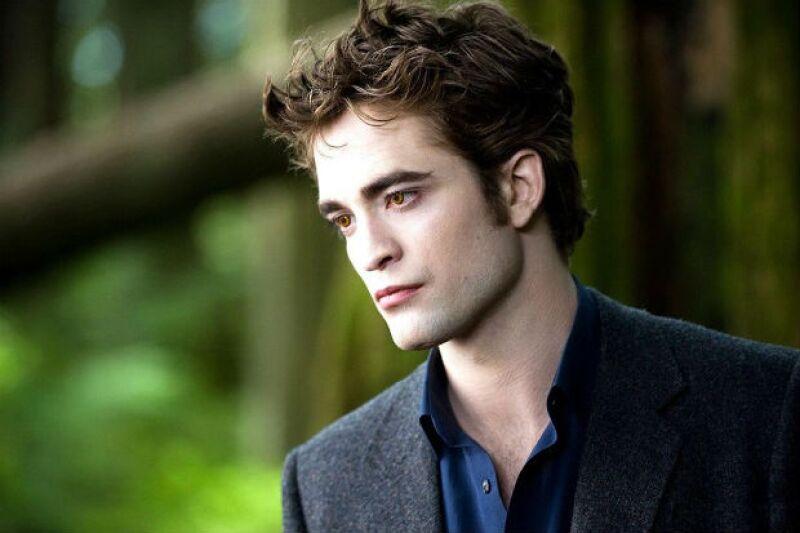 Robert en el papel del inmortal vampiro Edward Cullen.