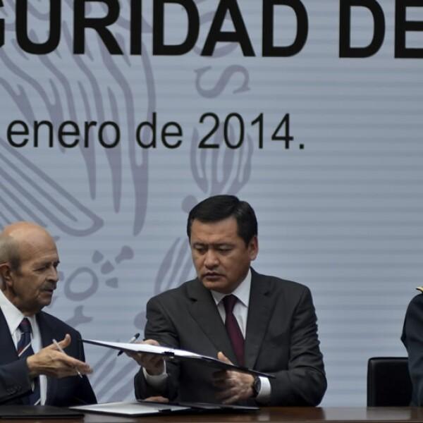 Firma de acuerdo por seguridad de Michoacan