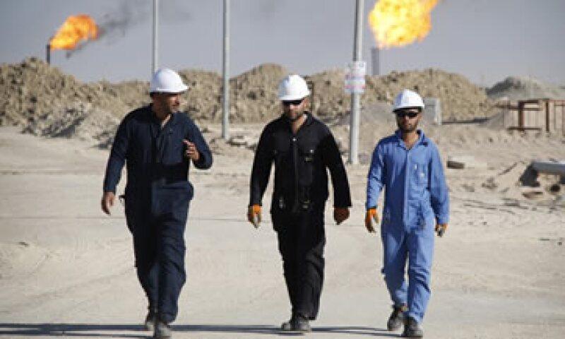 Los precios del petróleo han caído cerca del 60% en los últimos seis meses. (Foto: Reuters )