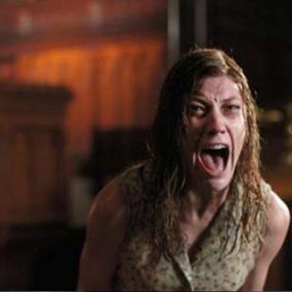 """Basada en la vida de Anneliese Michel, una alemana católica, la película """"El exorcismo de Emily Rose"""" nos habla sobre una mujer que es poseída por seis demonios que la atormentan hasta la muerte."""
