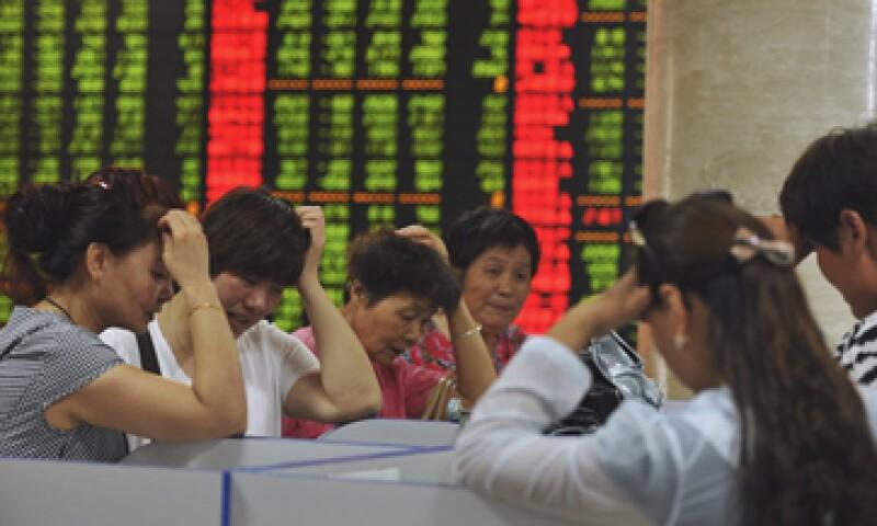 La falta de opciones de inversión ha dado lugar a la proliferación de inversiones de mayor riesgo y opacas. (Foto: Reuters)