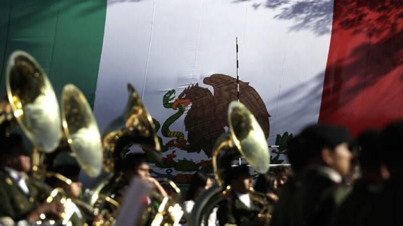 bandera mexicana soldados