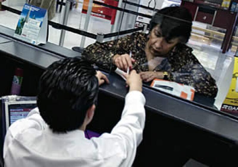 Los créditos vencidos de la banca aumentaron en 2008. Banorte alcanzó un índice de 8%. (Foto: Gilberto Contreras)