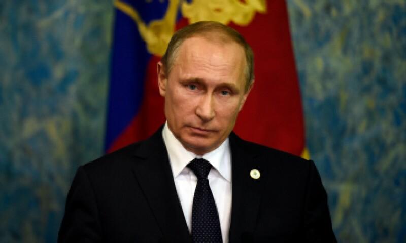 El presidente ruso dice que Turquía comercia petróleo con ISIS. (Foto: AFP)