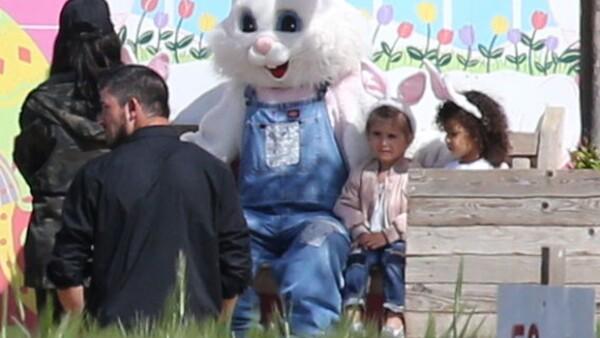 Kim Kardashian llevó a su hija y a su sobrina a una granja en Los Ángeles, donde pasaron una gran tarde de chicas.