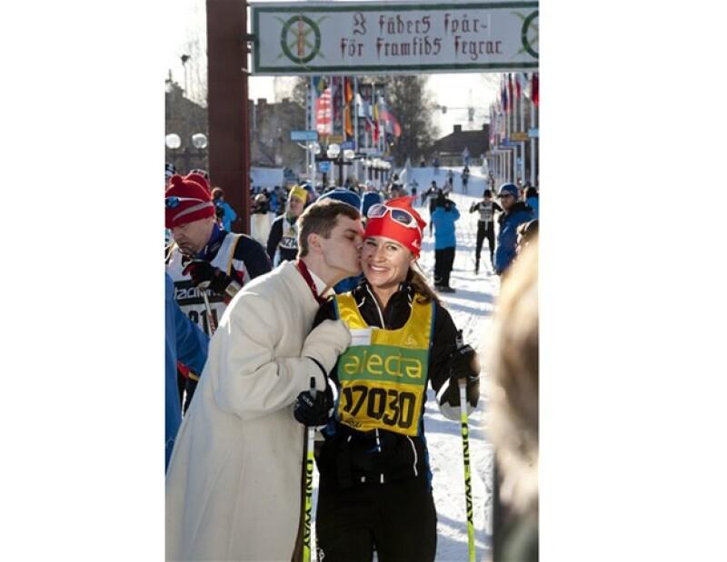 La hermana de la Duquesa de Cambridge logró terminar el maratón de esquí en el que participó en Suecia.