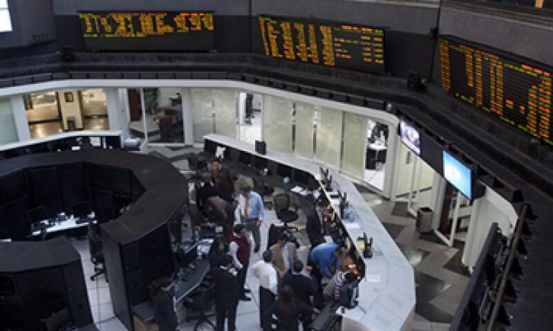 El peso mexicano tiene un leve descenso en el inicio de las operaciones. (Foto: Cuartoscuro)