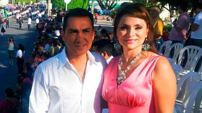 La pareja se encuentra declarando en la SIEDO por estar vinculada en la desaparición de 43 normalistas desde hace más de un mes en Guerrero.