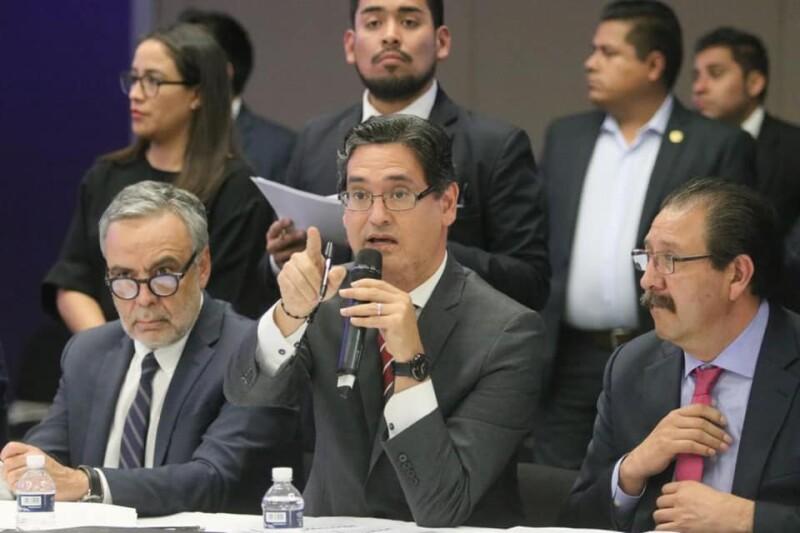 Erasmo González en comisión