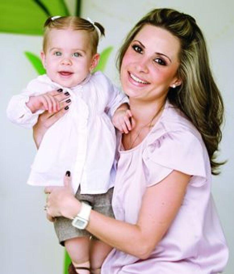 Magda Aviña y Ninna. Su primer bebé; el papá es Gino Gerini.