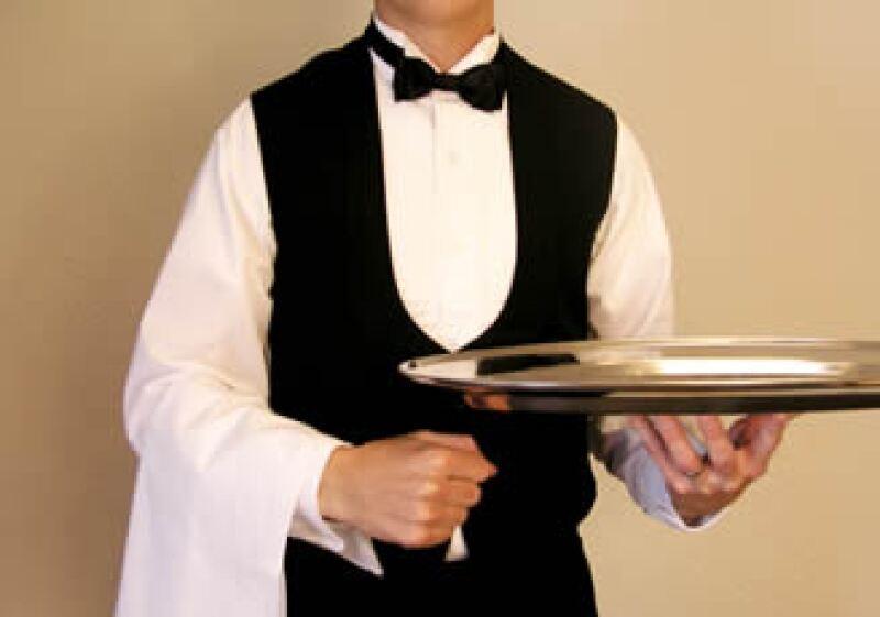 Sonreír, ser cortés y ofrecer propinas generosas al staff de un hotel o restaurante, te puede atraer un trato y servicio de primera, descuentos y cortesías. (Foto: Photos to go)