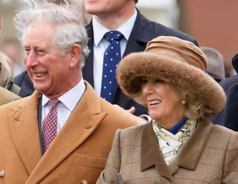 El príncipe Carlos, abuelo de la nueva princesa de Cambridge, y Camila, duquesa de Cornwall, expresaron su alegría por la llegada del nuevo miembro de la familia Cambridge.