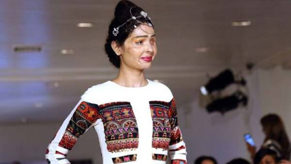 Reshma Qureshi modeló en New York Fashion Week para diseñadora india Archana Kochhar.