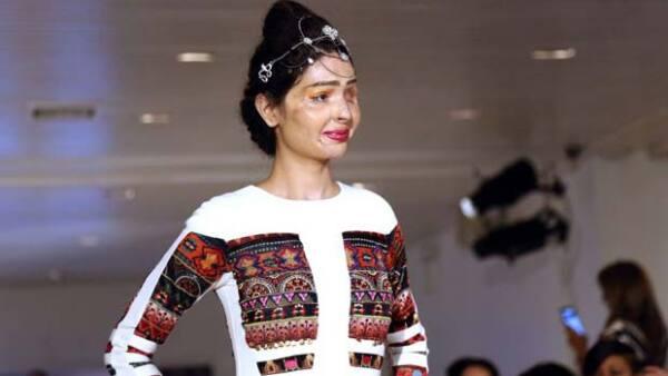 Reshma Qureshi modeló en New York Fashion Week para diseñadora india Archana Kochhar.