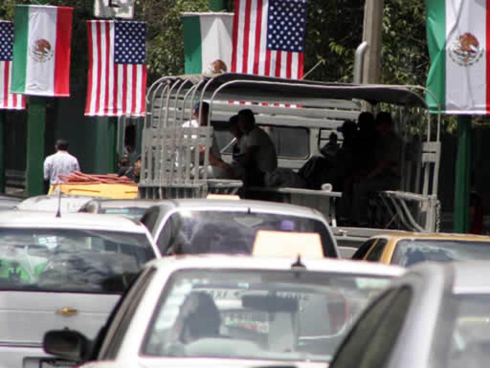 Las medidas se seguridad afectan a las zonas de Chapultepec, Polanco y Los Pinos. Las autoridades de aeronáutica civil prohibieron desde las 7:30 horas los sobrevuelos de todo tipo de helicópteros en la ciudad.