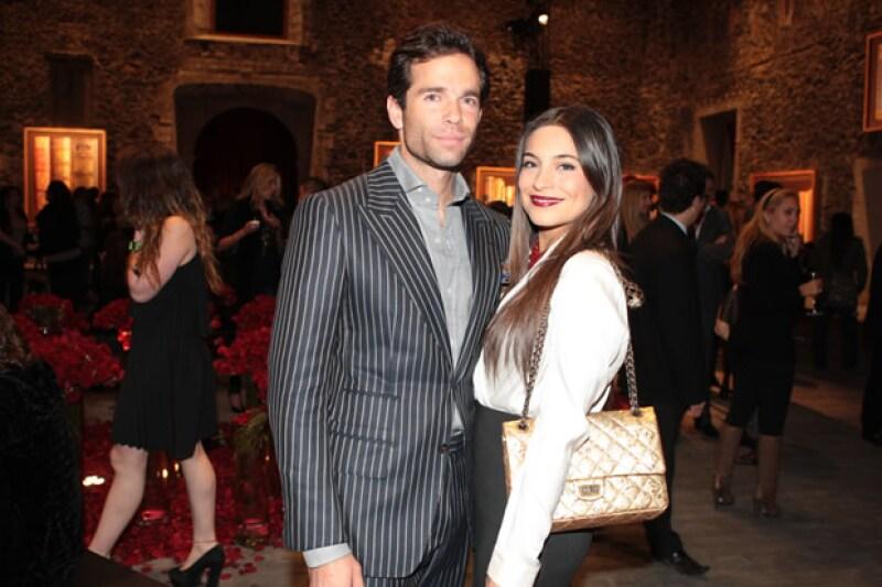 Parece que su relación amorosa ya es evidente y es que ayer por la noche acudieron juntos -y de la mano- a la inauguración de la expo de Pedro Torres.