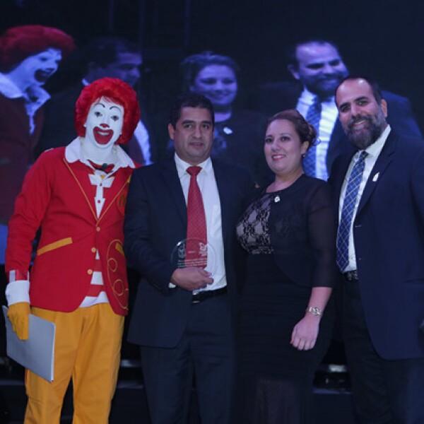 Ronald McDonald,Miguel Ángel Banda,Mayra Fritsche y León Michel
