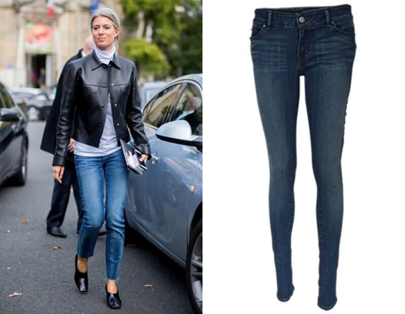 Busca opciones en tubo como los que vemos en Calvin Klein Jeans.