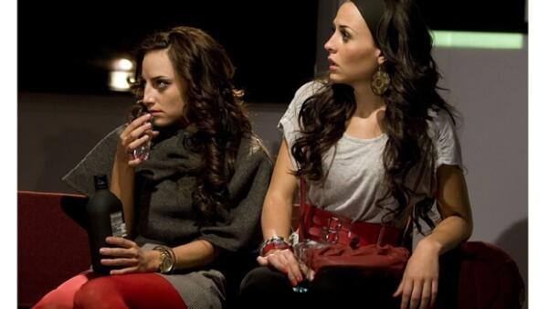 Las actrices y  hermanas debutaron de manera oficial en `No sé si cortarme las venas o dejármelas largas´,  la obra es el pretexto perfecto para que por primera vez trabajen juntas.