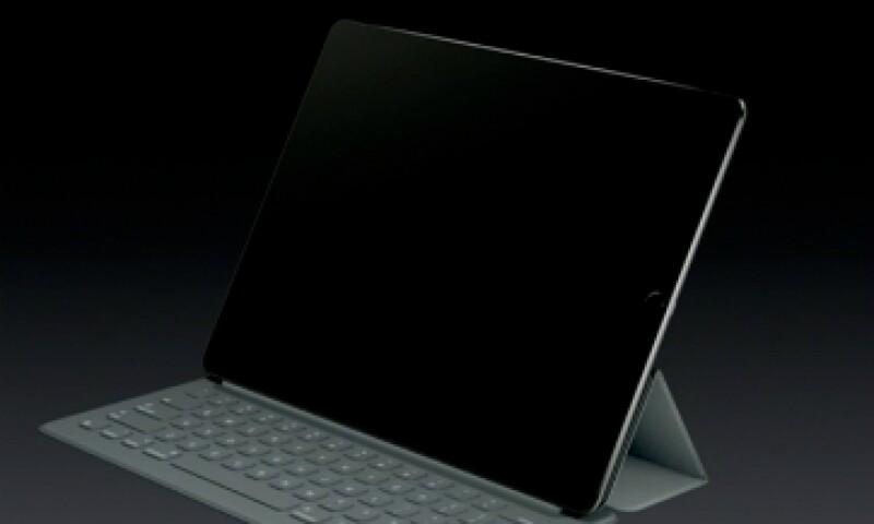 El teclado se conecta a la tableta a través de tres magnetos ubicados a un lado del dispositivo (Foto: Apple.com )
