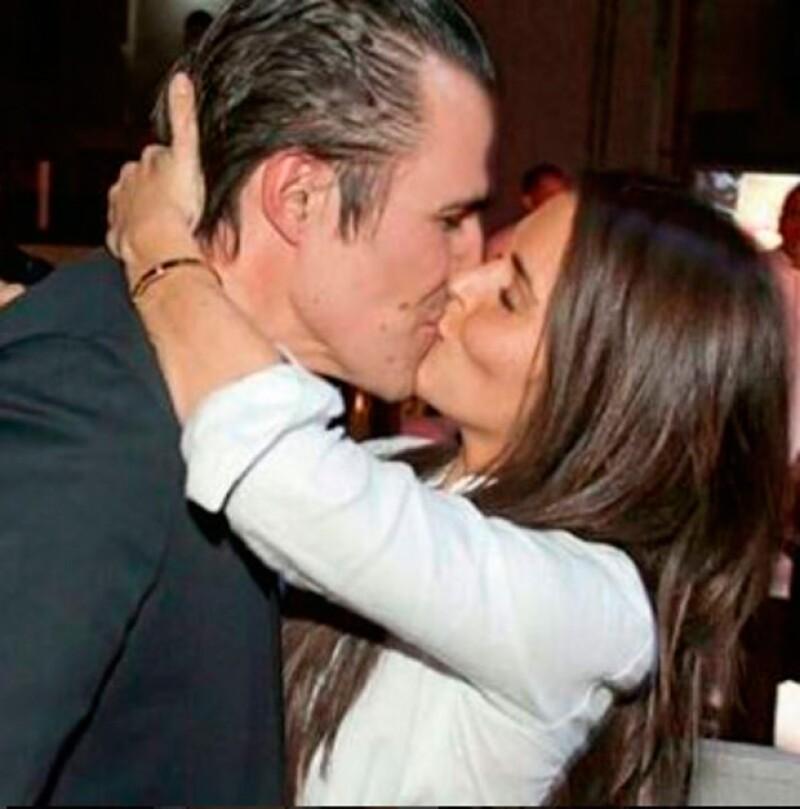 Aunque ya llevan algunos años viviendo juntos, cuando tomaron esta decisión lo hicieron de la manera más romántica.