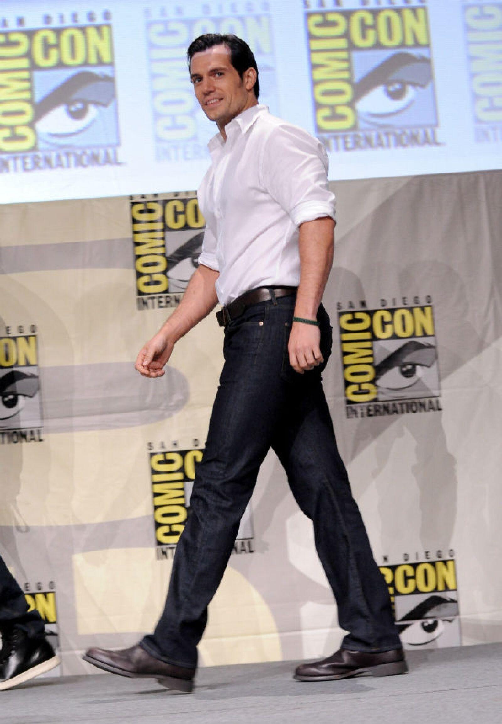 Henry Cavill hablando de la nueva película Batman v Superman en Comic Con 2014 en San Diego.