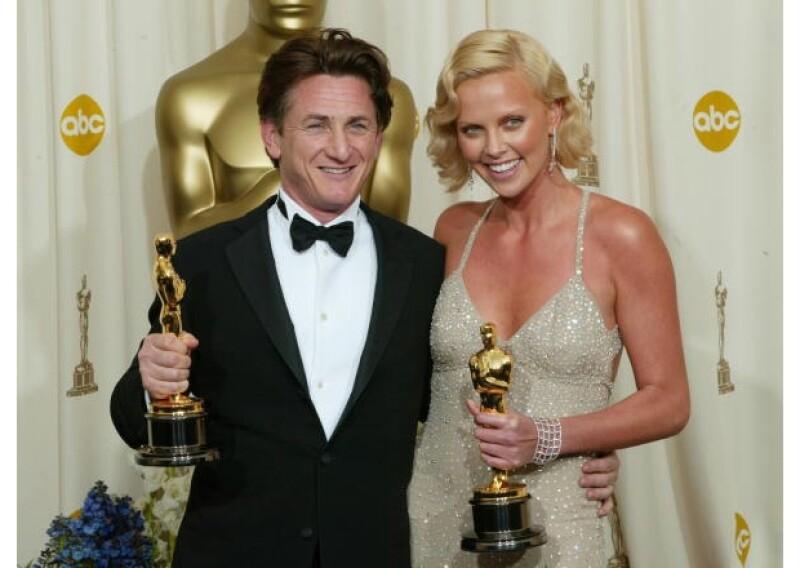 Sean y Charlize se conocen desde hace muchos años. Aquí, en 2004, cuando ambos ganaron un premio Oscar por sus interpretaciones en `Mystic River´ y `Monster´, respectivamente.