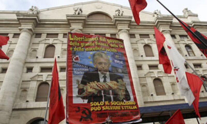 Mario Monti enfrenta una presión por las reformas laborales que son fuertemente resistidas por los sindicatos. (Foto: AP)