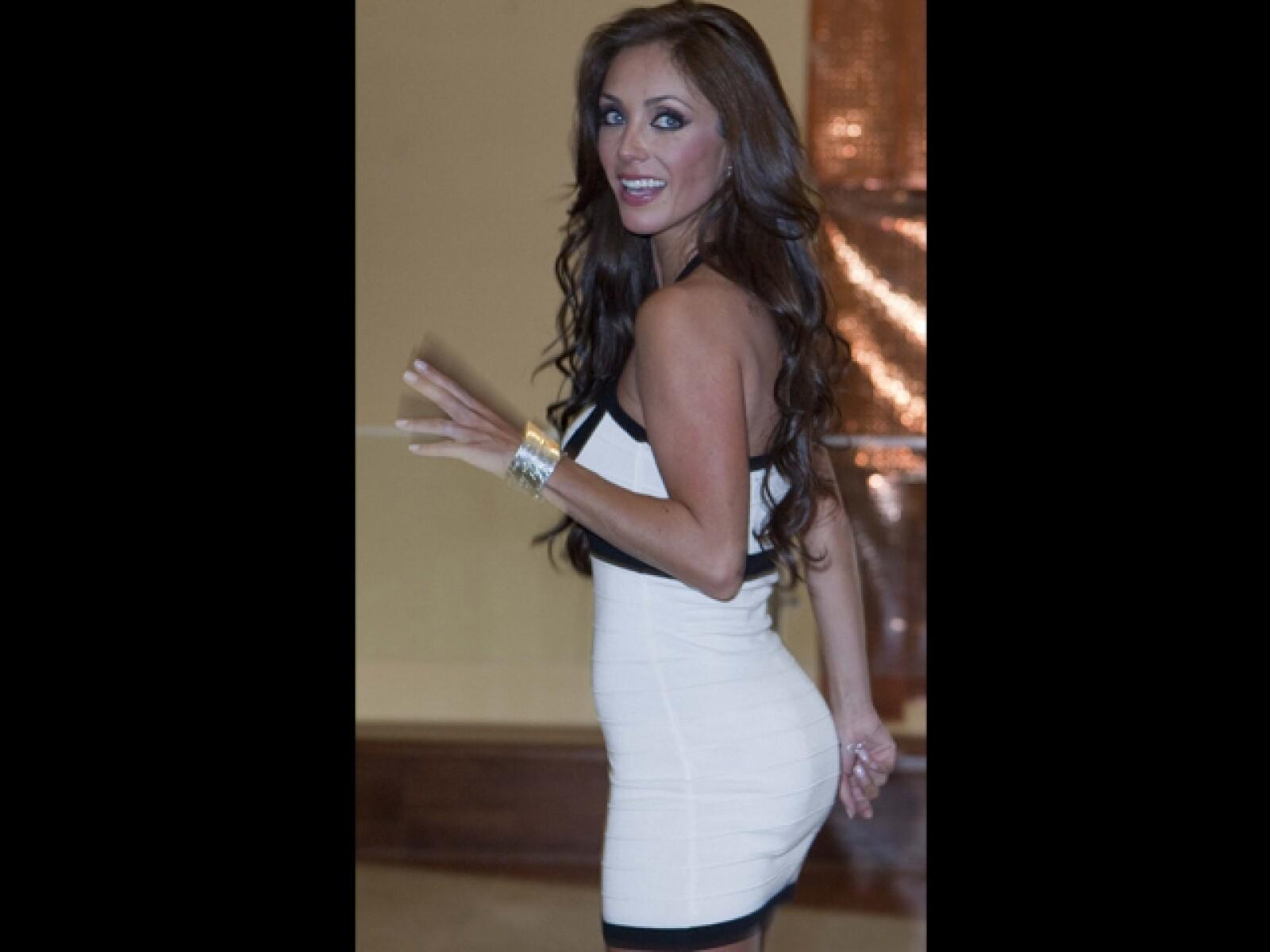 Anahí protagoniza actualmente una telenovela con Carlos Ponce. Sus medidas son 88-59-90.
