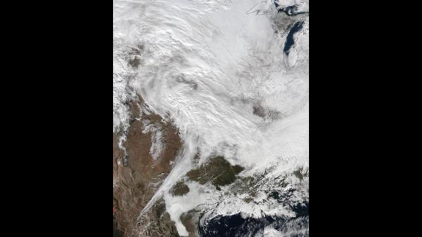 La NASA muestra una imagen satelital de la tormenta que azotará la costa este de EU.