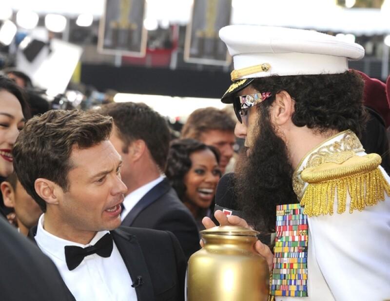 Sacha Baron Cohen fue el encargado de hacer pasar vergüenza a Ryan Seacrest.