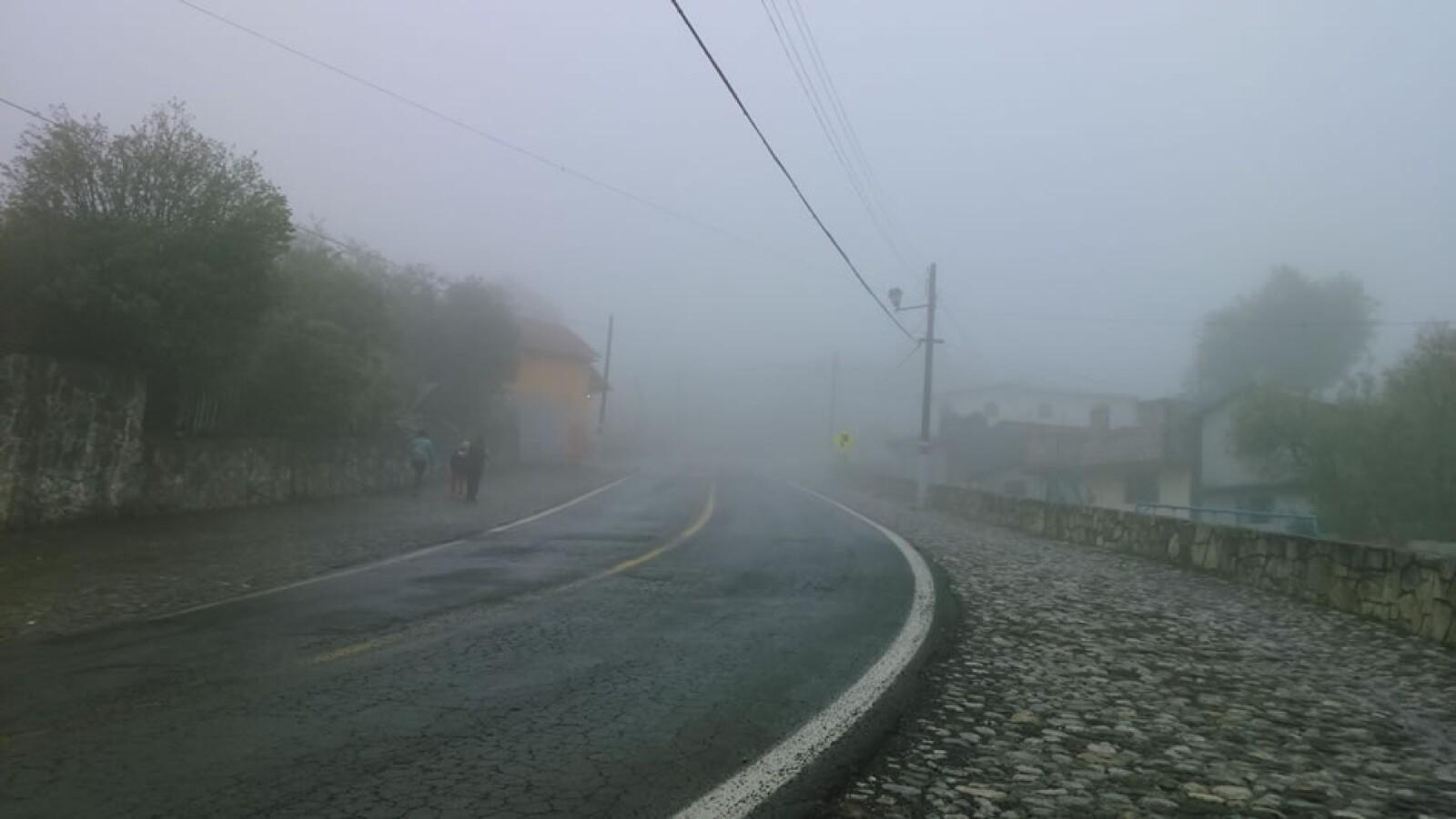 El clima provocó que en Real del Monte, Hidalgo, se viera una densa neblina