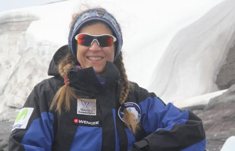 Con motivo del estreno de la película, Everest, Karla Wheelock, la mexicana que llegó a la cima de la montaña, nos cuenta lo que dejó en su mochila de viaje para esta importante travesía.