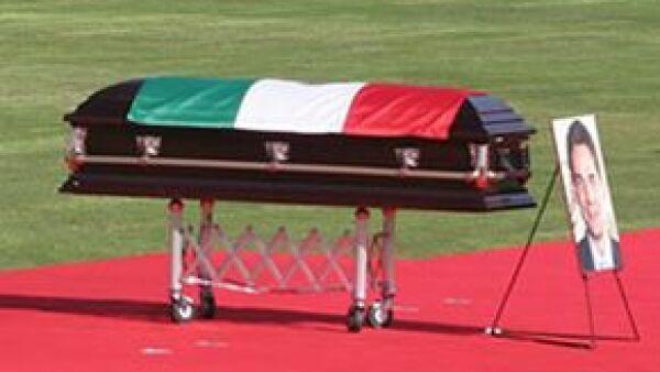 El féretro fue regresado a la funeraria para luego llevar las cenizas de Juan Camilo a Campeche, donde se prevé que le rindan otro homenaje póstumo.
