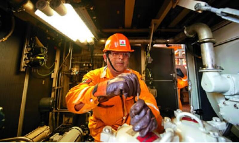 Pemex espera cerrar el 2011 con una producción promedio de 2.6 bdp. (Foto: Especial)
